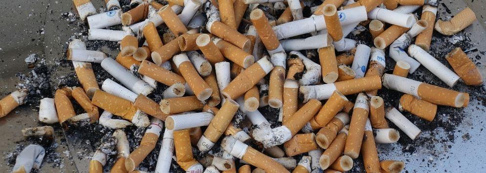 Rauchertypen - Suchtraucher - ein großer Haufen Kippen