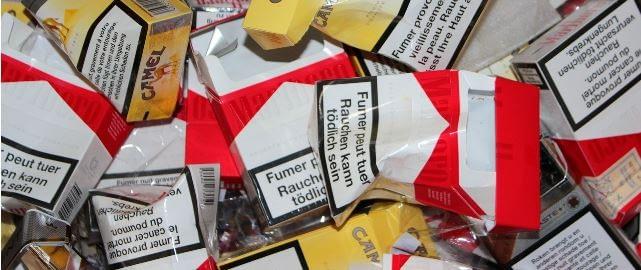 Raucherentwöhnung Hypnose - leere Zigarettenschachteln Symbolbild