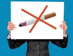 Nichtraucher Brandenburg - durchgestrichene Zigarette als Symbolbild Rauchverbot
