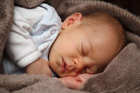 Hypnose Vertrauen - schlafendes Baby als Symbolbild