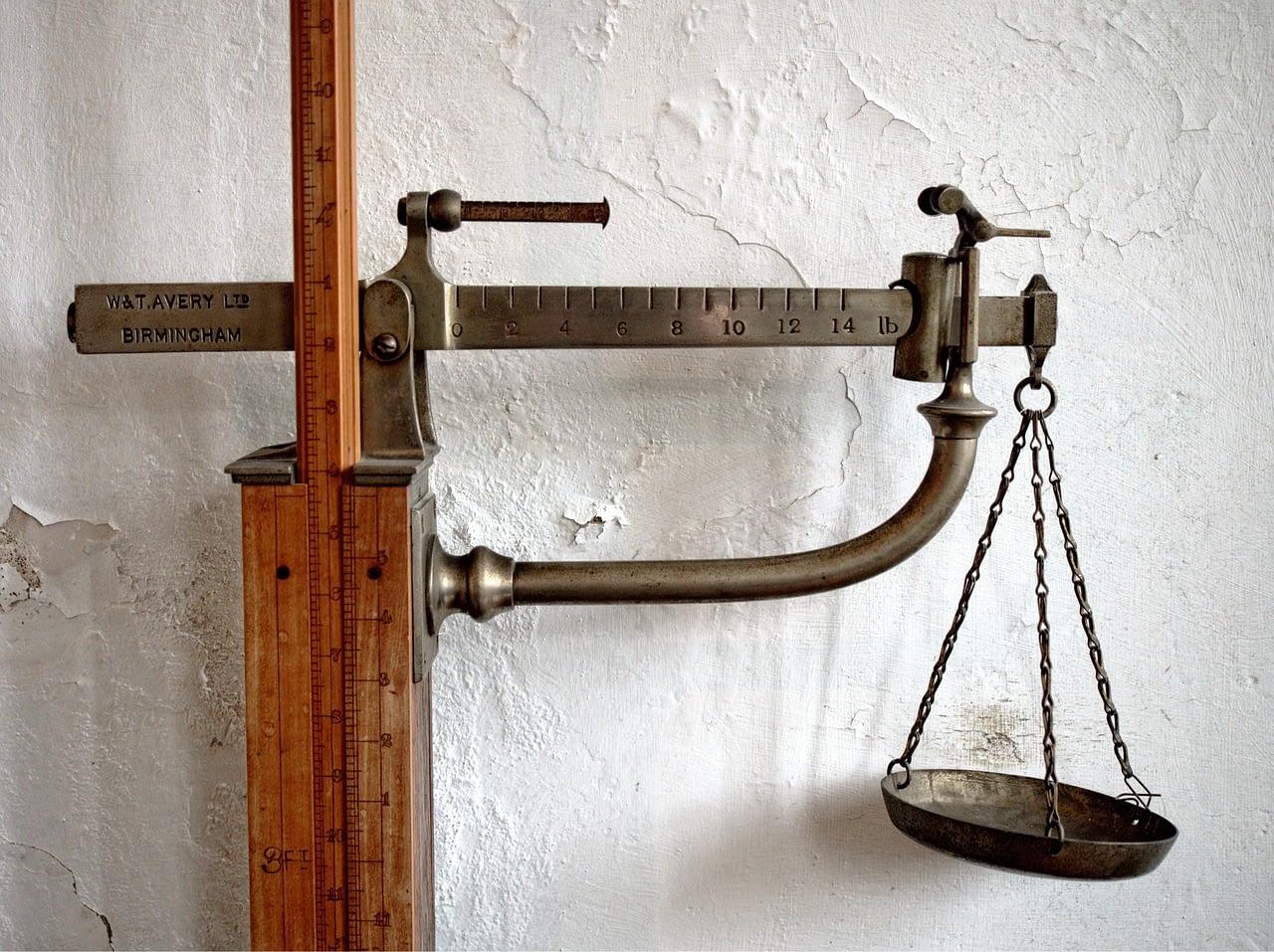 Wunschgewicht mit Hypnose - Bild einer alten Waage