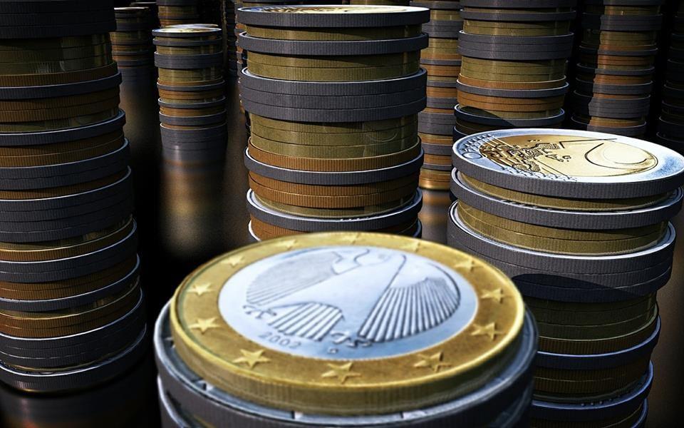 Raucher bleiben - Euromünzen als Symbol für den Preis der zu zahlen ist