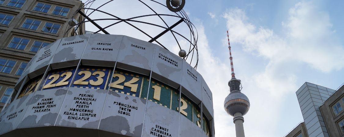 Nichtraucherhypnose Berlin - Symbolbild Weltuhr am Alex